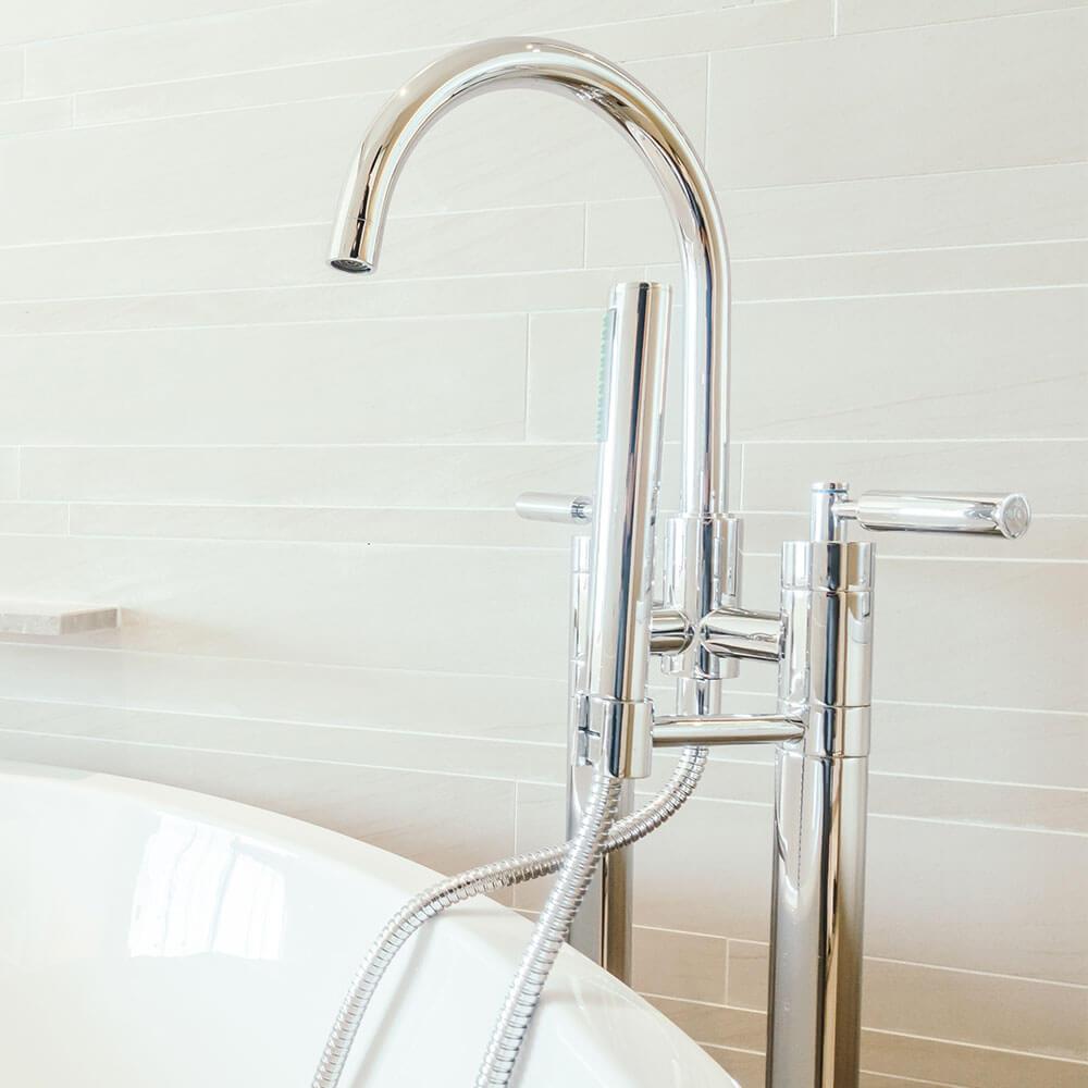 ברז אמבטיה עם מים חמים מהדוד שמש