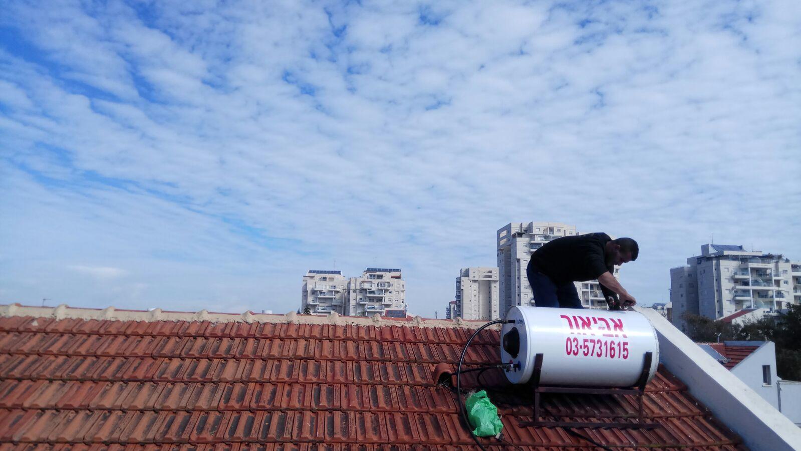 התקנת דודי שמש ירדן על גג רעפים